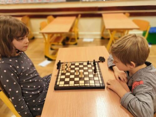 Rozgrywki szachowe w 1 b (2)